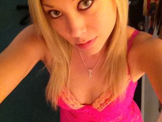 Indexed Webcam Grab of Elizabeth_honey